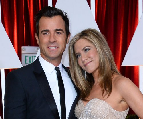 Jennifer Aniston's rep shoots down pregnancy rumors