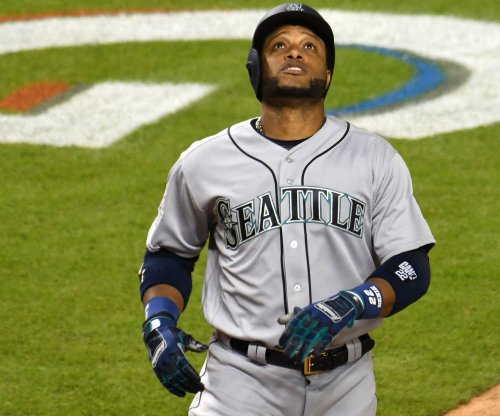 Mariners' Robinson Cano fractures hand after being hit by pitch
