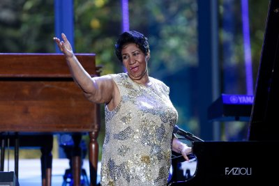 Gospel legends pay tribute to Aretha Franklin at AMAs