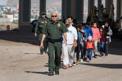 Threat to close border puts El Paso on edge