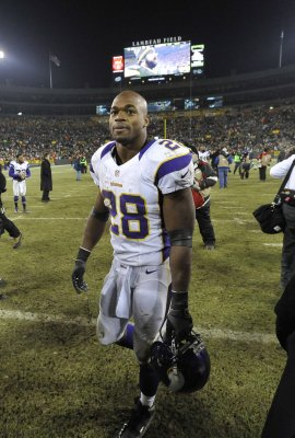 Adrian Peterson reinstated, expected to lineup for Vikings on Sunday against Saints
