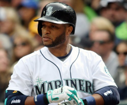 Seattle Mariners blast five homers, rout Kansas City Royals