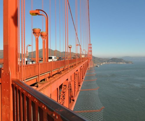 Golden Gate Bridge to get suicide-prevention barriers