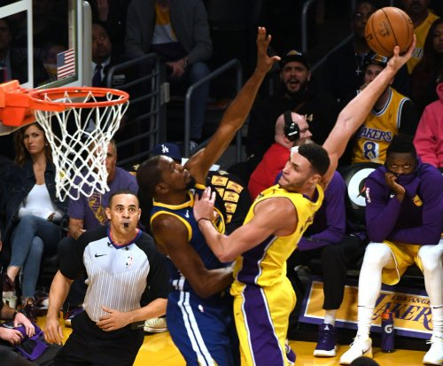 Lakers' Larry Nance Jr. dunks all over Warriors' Kevin Durant