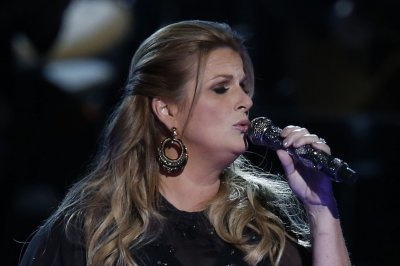 Trisha Yearwood to host CMA Country Christmas special