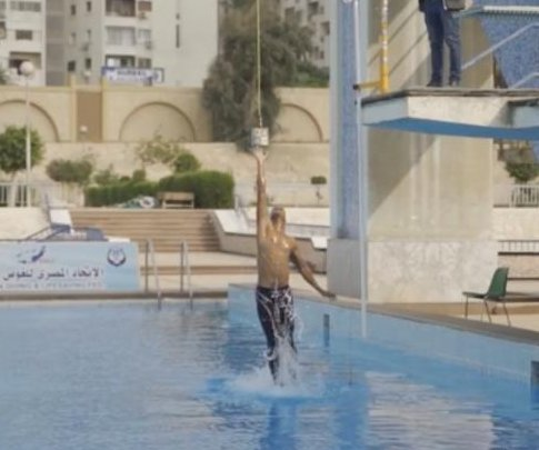 Egyptian swimmer breaks record with monofin jump