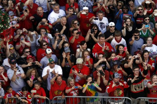 Blackhawks fans, players rally in Chicago
