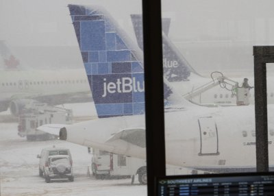 JetBlue plane makes emergency landing