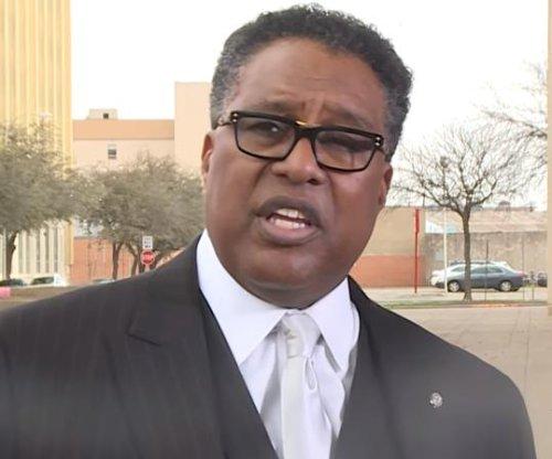 Despite leader's warning, NRA still planning convention for Dallas