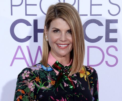 Lori Loughlin congratulates John Stamos on son's birth