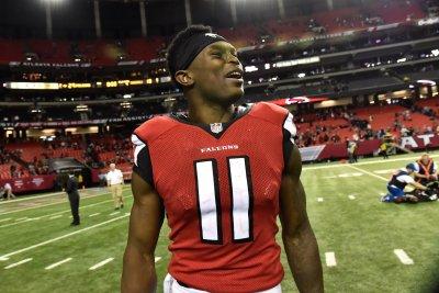 Atlanta Falcons hold off Philadelphia Eagles' comeback bid