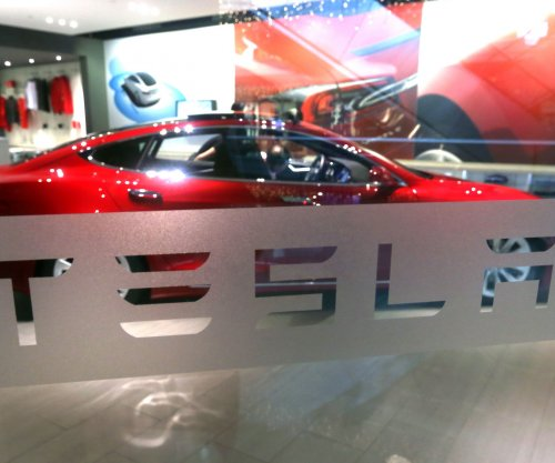 Tesla Motors: All cars in production equipped with self-driving features