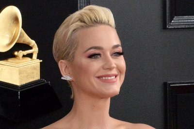 Katy Perry wins Impact Award sings 'What Makes a Woman'