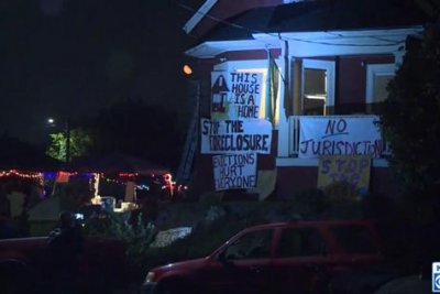 Supporters 'occupy' Oregon neighborhood to save family from eviction