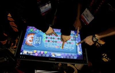 Lenovo debuts 'table-top' computer