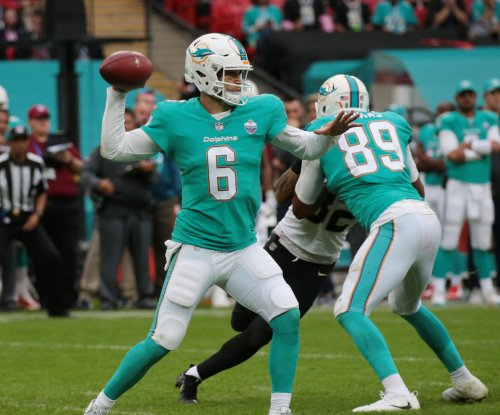 Miami Dolphins QB Jay Cutler leaves vs. New York Jets with chest injury