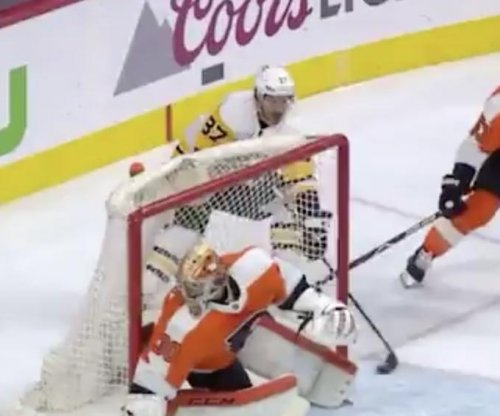 Penguins' Crosby scores goal while going completely unnoticed by keeper