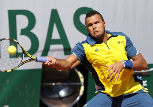 Tsonga beaten in Paris, will miss out on London
