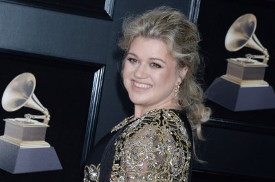 Kelly Clarkson brings Hoda Kotb's book to life in new song