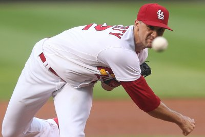 Cardinals, Pirates look to break tie in standings