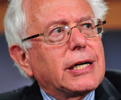 Sen. Bernie Sanders calls U.S. politics 'oligarchy'; considers run in 2016