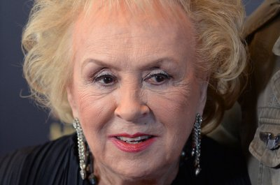 Doris Roberts from 'Everybody Loves Raymond' dies at 90
