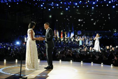 Barack and Michelle Obama dance at Beyonce and Jay-Z concert