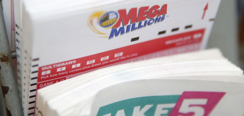 Man uses same lottery numbers for 10 years, finally wins