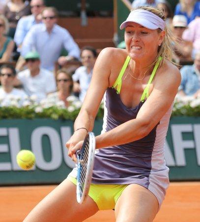 Sharapova posts straight-set win in Brisbane