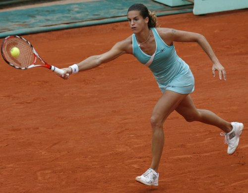 Mauresmo collects 25th WTA trophy