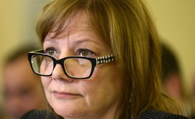 GM CEO Mary Barra defends top lawyer Michael Millikin