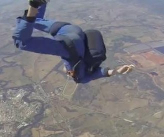 Man has a seizure while skydiving at 9,000 feet