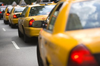 Sting operation nets taxi dispatchers at N.Y.'s LaGuardia on bribery charges