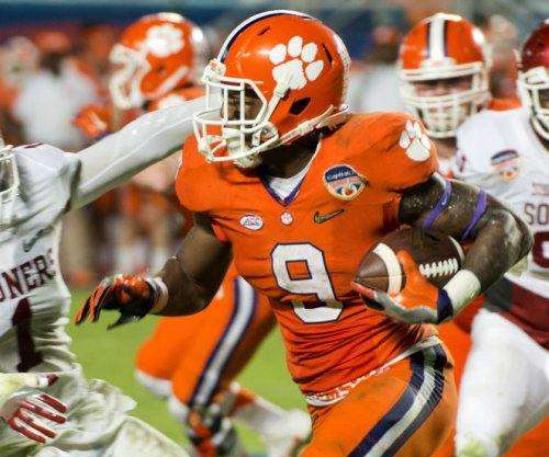 Clemson Tigers: Concussion to keep RB Wayne Gallman off the field