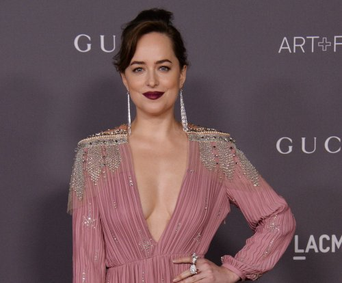 Dakota Johnson, Emma Watson named Golden Globe presenters