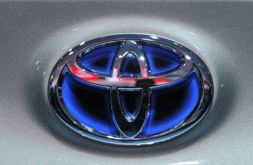 Auto Outlook: Toyota back on top, carmakers cut fuel cell deal