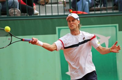 Simon, Seppi to meet in Eastbourne semifinals