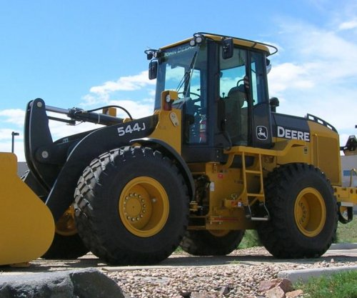 Florida man leads police on 90-minute chase in stolen front-end loader