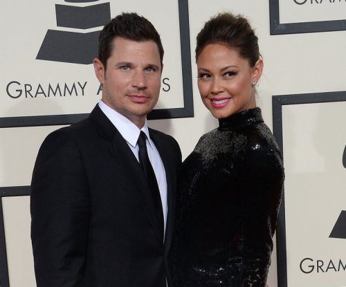 Nick Lachey searches trash for Vanessa's wedding ring: 'This is true love'