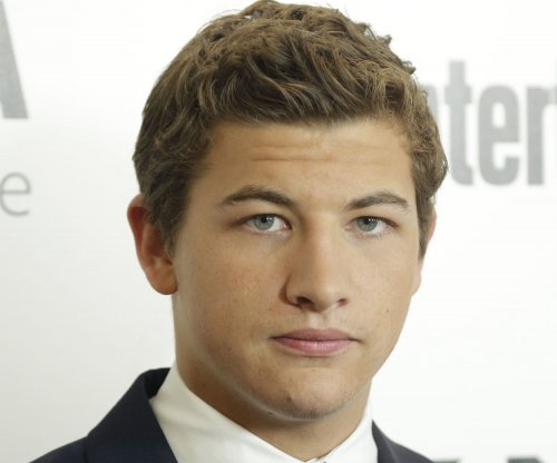 Tye Sheridan escapes to virtual-reality OASIS in 'Ready Player One' trailer