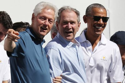 Presidents Cup: Former Presidents Clinton, Bush and Obama hang out