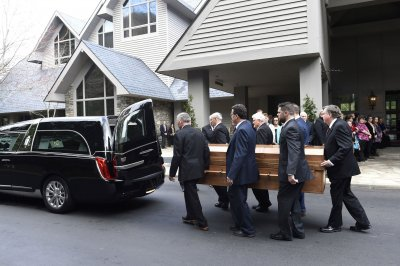 Evangelist Billy Graham's body taken to his hometown in 130-mile procession