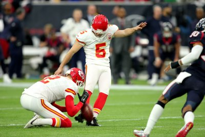 Tennessee Titans cut kicker Cairo Santos, to sign Cody Parkey
