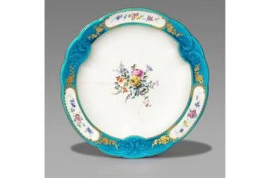 $17 thrift store plate auctioned for $32,000 in Britain