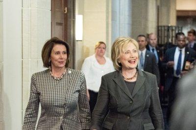 Clinton promises Democrats she'll help them retake the House
