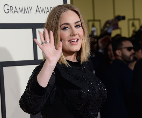 Adele's boyfriend replaces confetti with love notes at Nashville show
