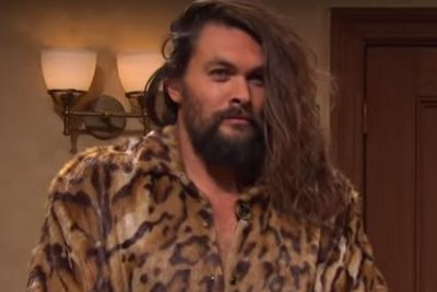 Jason Momoa makes surprise appearance on 'Saturday Night Live'