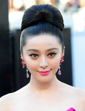 Chinese actress Fan hailed by film elite at Cannes