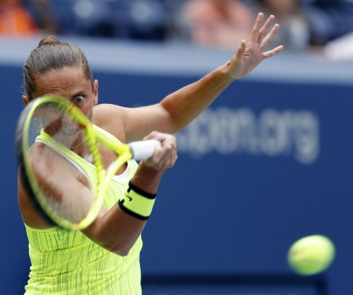 Kristyna Pliskova jolts Roberta Vinci to advance in Dubai