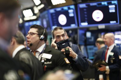 Crude oil prices flat despite easing trade tensions